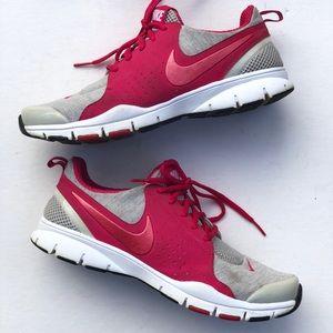 Nike in season TR running sneakers pink/gray.